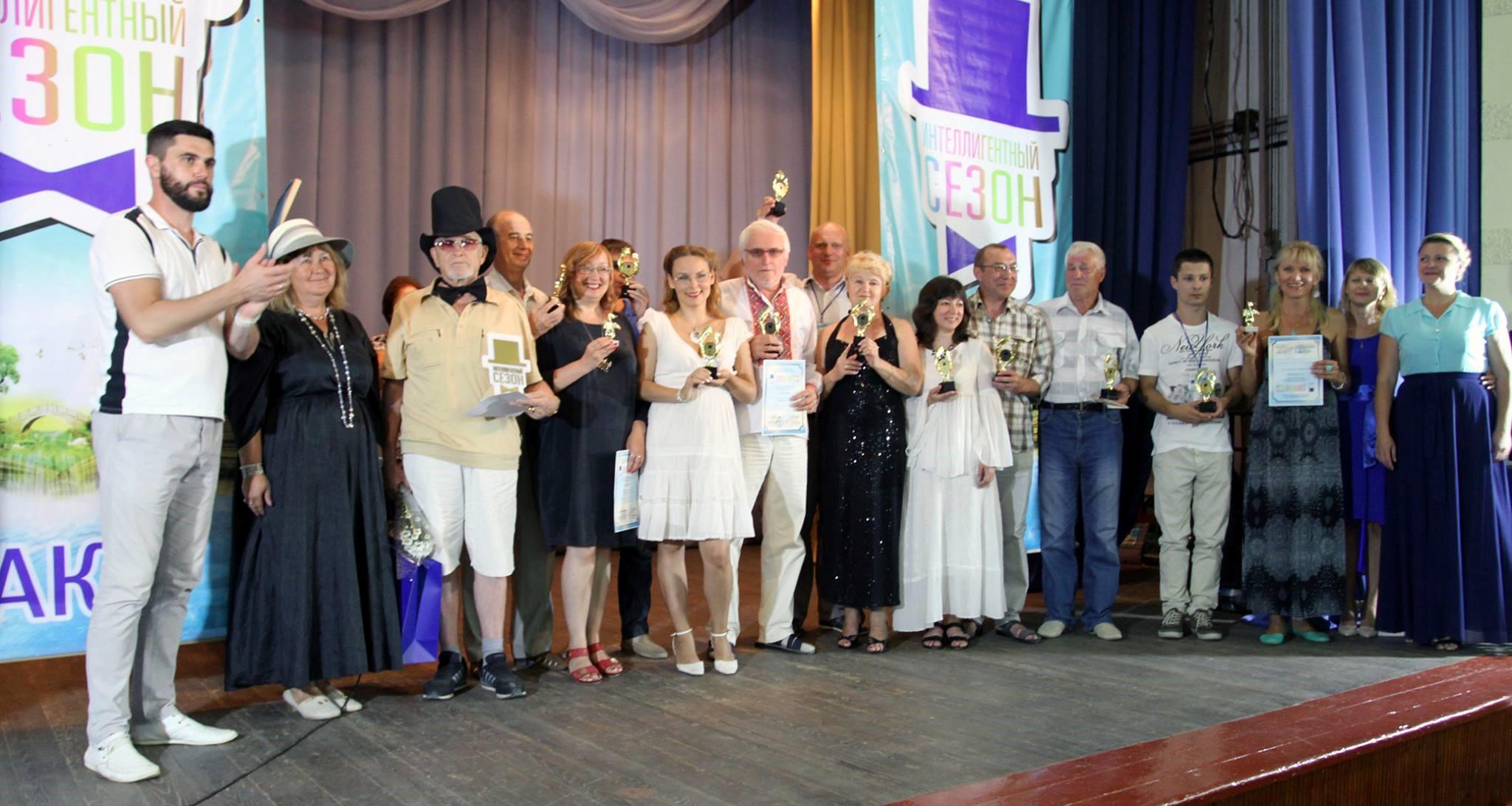 Лауреаты фестиваля и жюри на сцене клуба санатория